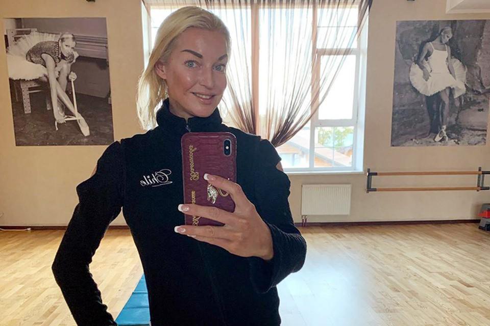 Анастасия Волочкова постоянно делится с подписчиками событиями из жизни