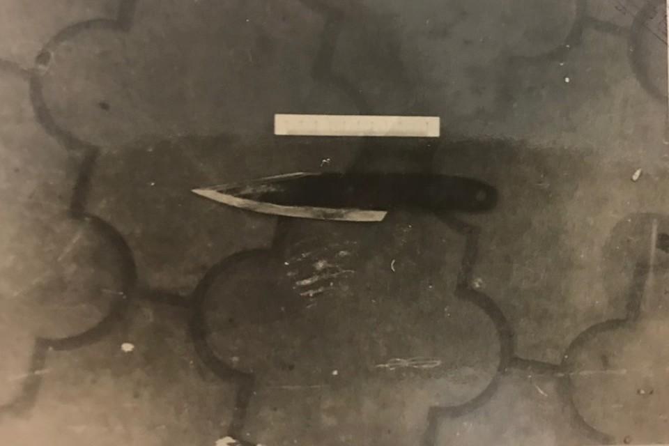 Нож, которым убили женщину.