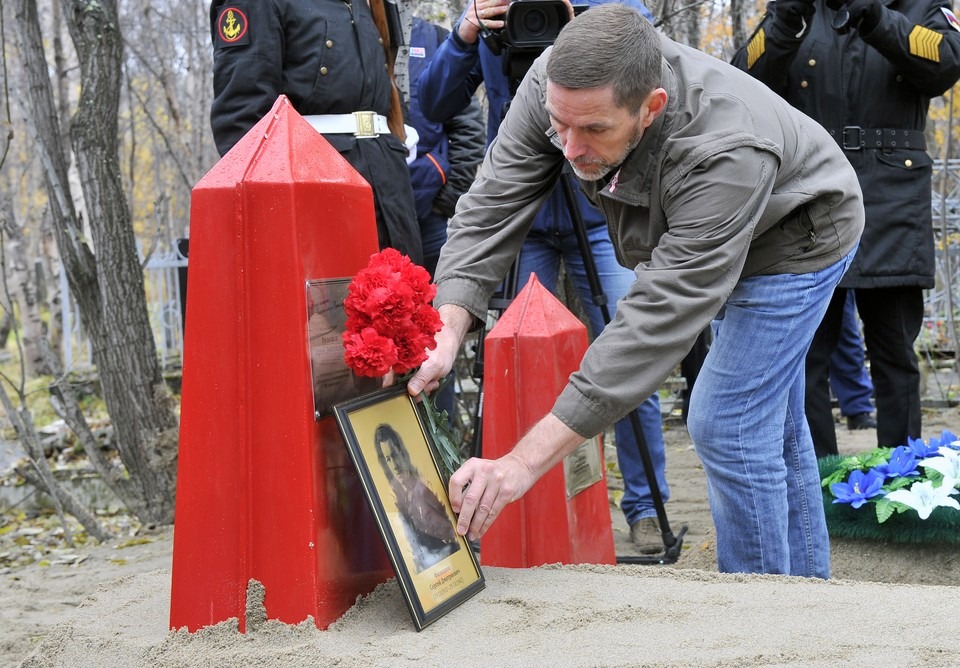 Сергей Красильников много лет мечтал найти место гибели своего деда и придать останки земле. Фото: Лев Федосеев
