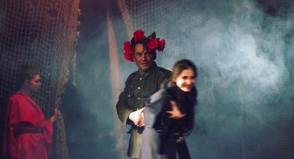 «Ржев. 42 год» – экспериментальный спектакль, в котором реальные события дополнены яркими метафорами. Фото: предоставлено ТАТД