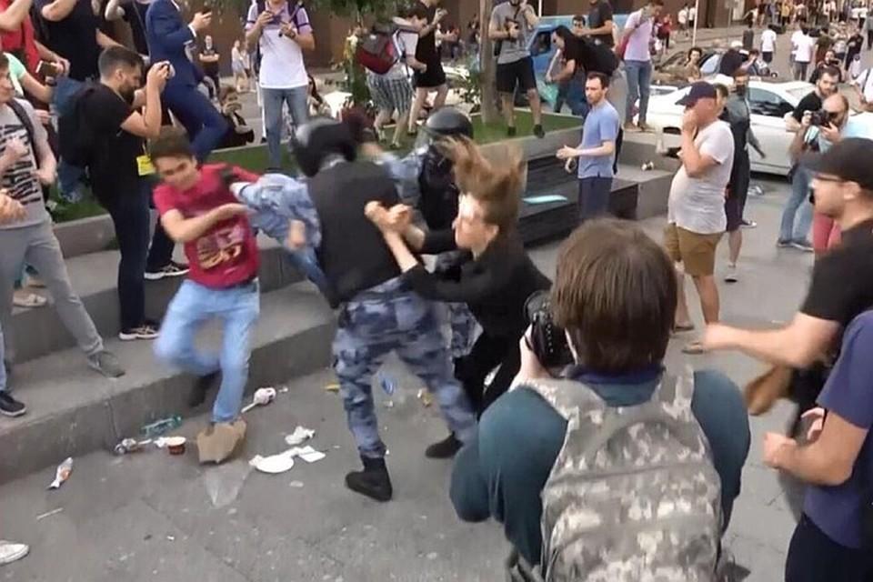 Противоправные действия указанных лиц подтверждаются показаниями свидетелей и видеозаписями с места событий. Фото: Пресс-служба СК РФ