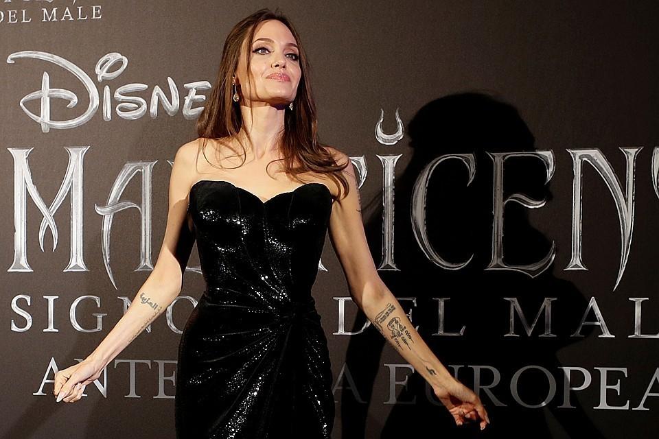 Шесть лет назад Анджелина Джоли сделала мастэктомию, предупредив тем самым у себя рак молочных желез
