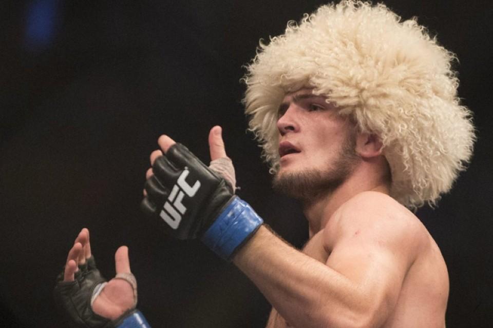 Традиционную папаху Хабиб променял на русскую шапку-ушанку