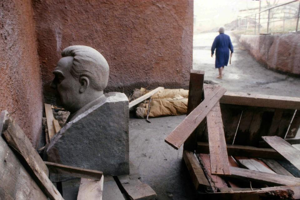 Когда был СССР, последние годы по нему никто не страдал. И когда он рушился, никто не обратил на это внимания