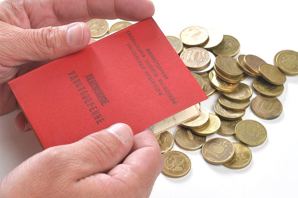 Эксперты уверяют, что на будущих пенсиях россиян заморозка накопительной части никак не отразится.