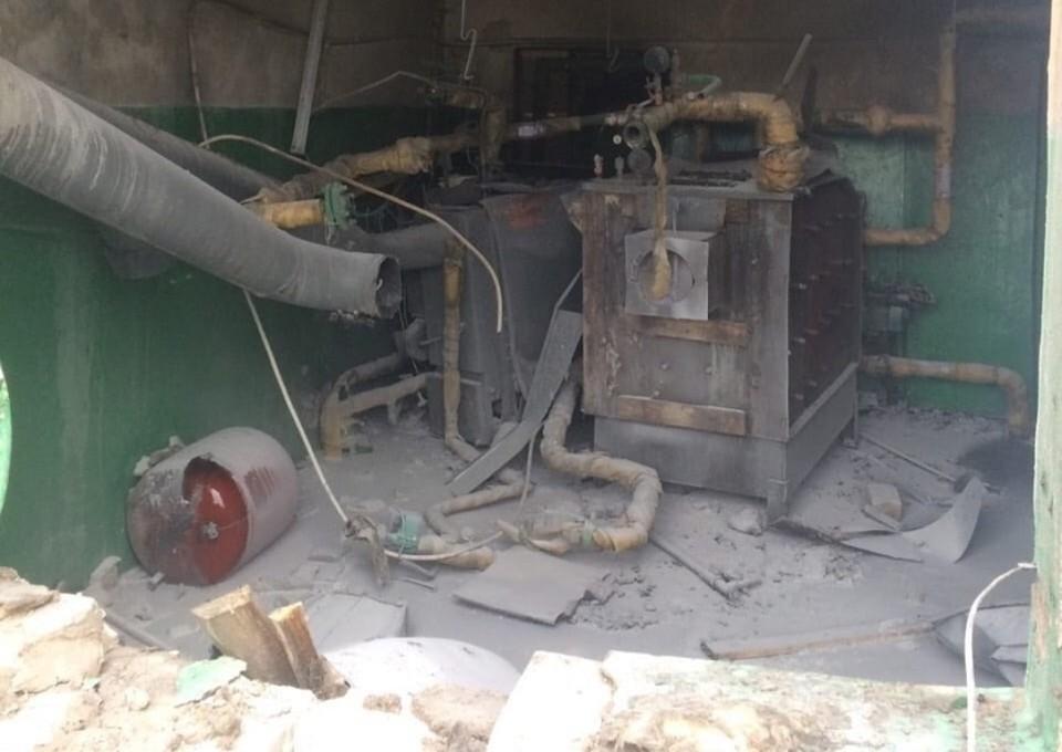 Взрыв прогремел в котельной при запуске твердотопливного отопительного котла. Фото: СК