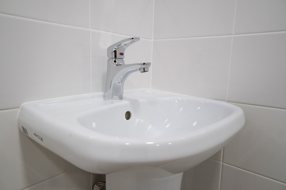 Воду отключат в сотнях домов