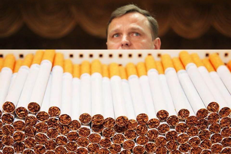 Андрей Нэстасе не говорит о продолжающейся контрабанде сигарет в Румынию.