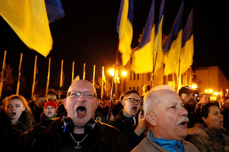 53,7% населения Украины за продолжение войны на Донбассе