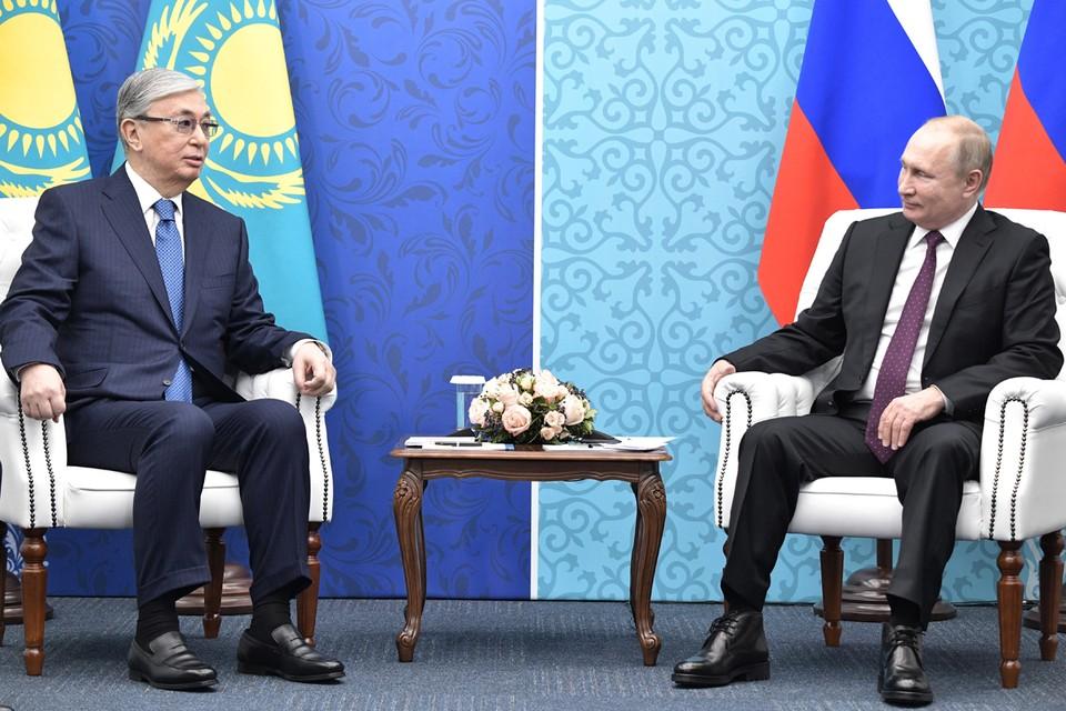 Президент Казахстана Касым-Жомарт Токаев и президент РФ Владимир Путин во время встречи в Конгресс-холле. Фото: Алексей Никольский/ТАСС