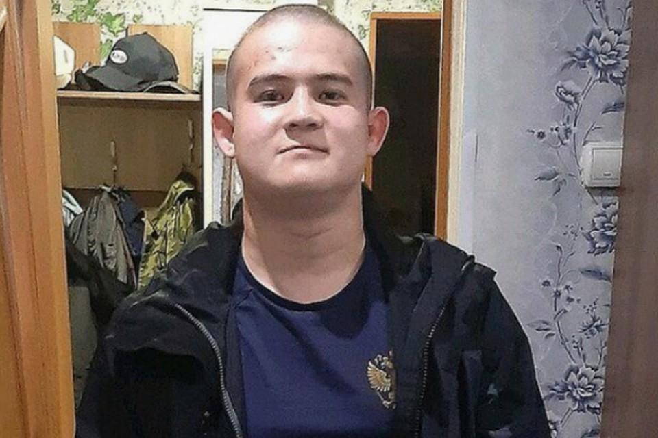 Рамиль Шамсутдинов, будучи в карауле, расстрелял офицеров, контрактников и срочников, которые были с ним в наряде.