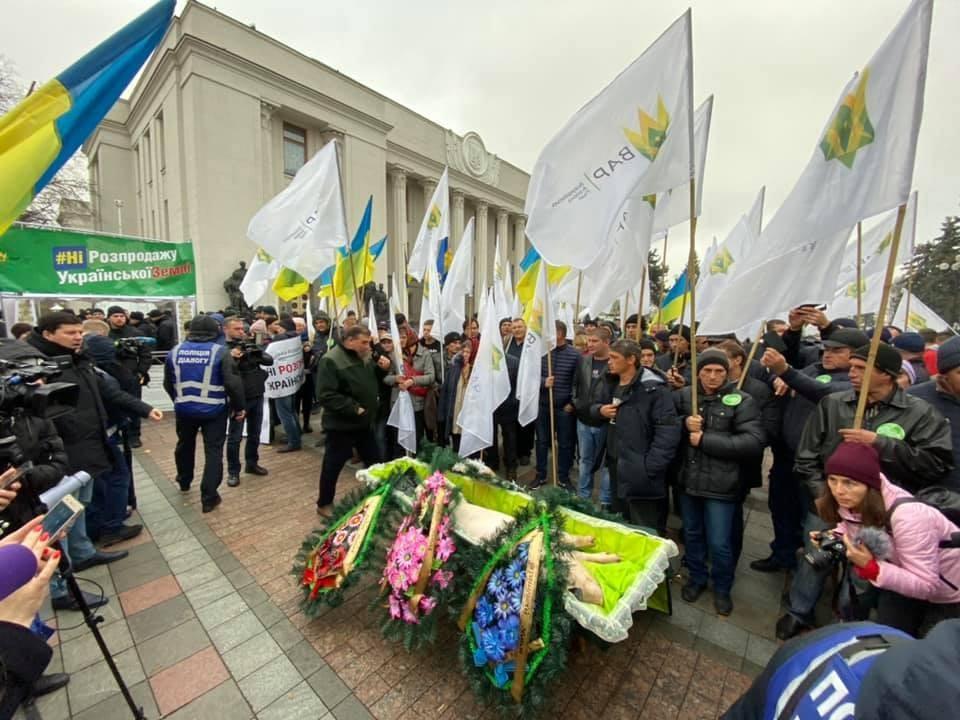 Акция прошла у здания Верховной рады Фото: facebook.com/bogdan.aminov