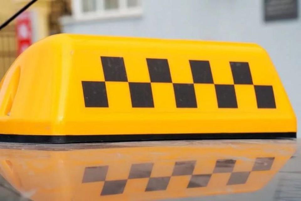 В Новосибирске произошел конфликт между водителем такси и пассажиркой.