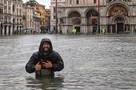 Туристы в Венеции во время наводения: Без экскурсий и гондол