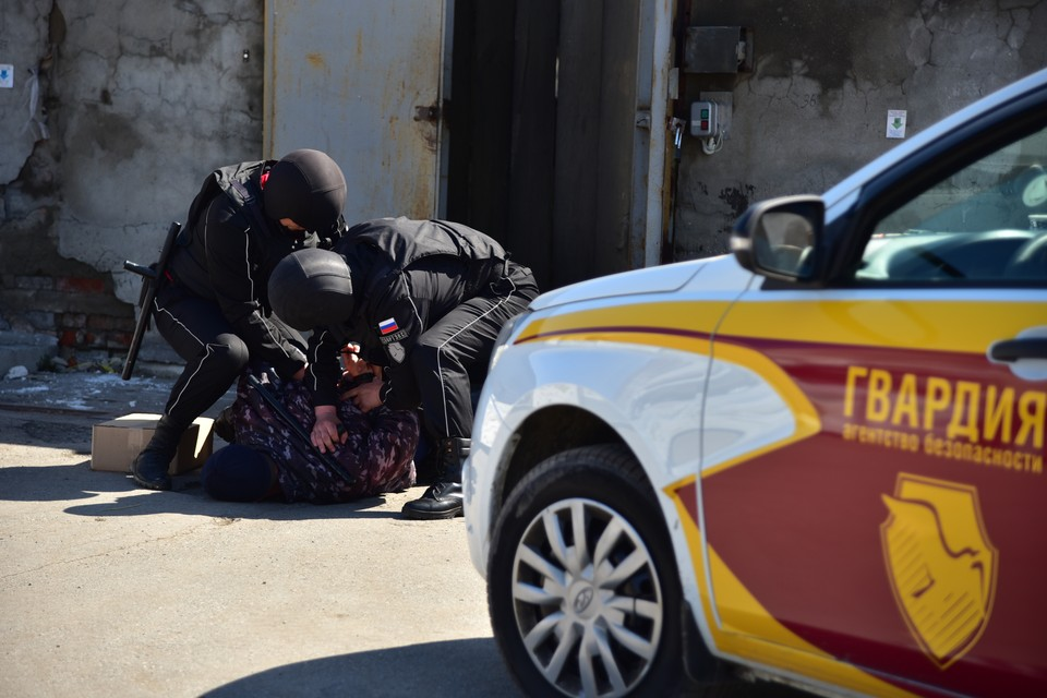 Дебошира задержали сотрудники Агентства Безопасности ГВАРДИЯ. Фото: Агентство Безопасности ГВАРДИЯ.