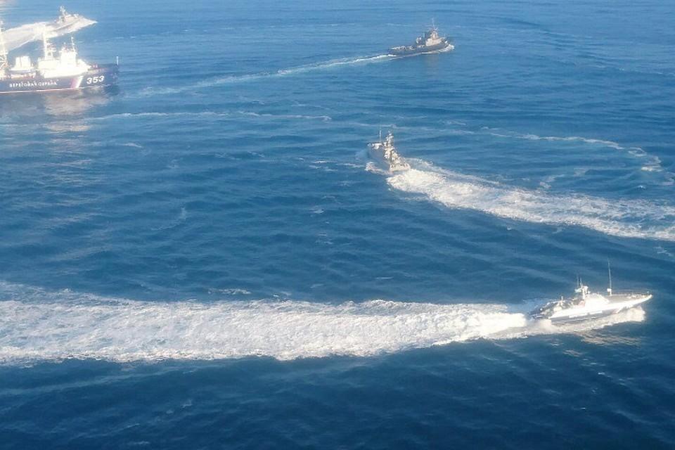 Украинские корабли во время задержания в Керченском проливе. Фото: пресс -служба Погрануправления РФ в Крыму