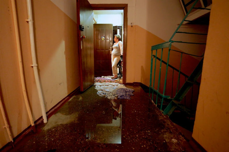 В доме текла кровля, вода шла в квартиру, а руководству УК было все равно