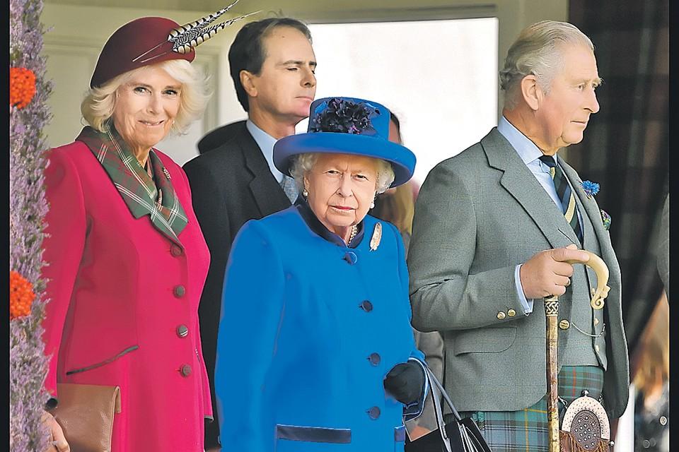 Протокол предписывает королеве одеваться ярко - чтобы выделяться в любом окружении.