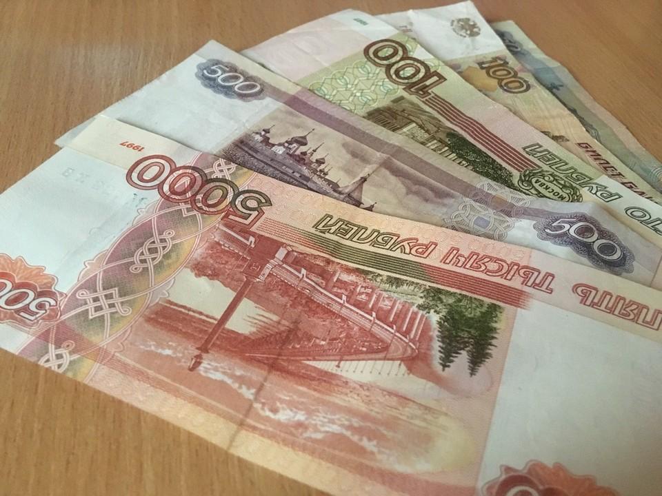 Долг составил около ста тысяч рублей.
