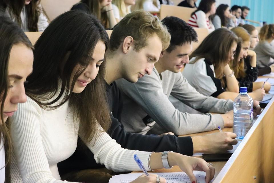 Студенты МИИТ во время занятий.