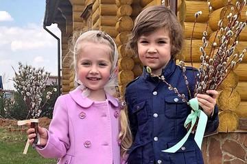 «Маленькая Пугачева»: Обаятельная дочь Галкина покоряет соцсети