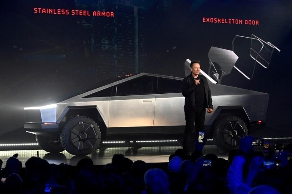 Илон Маск представил бронированный пикап от Tesla