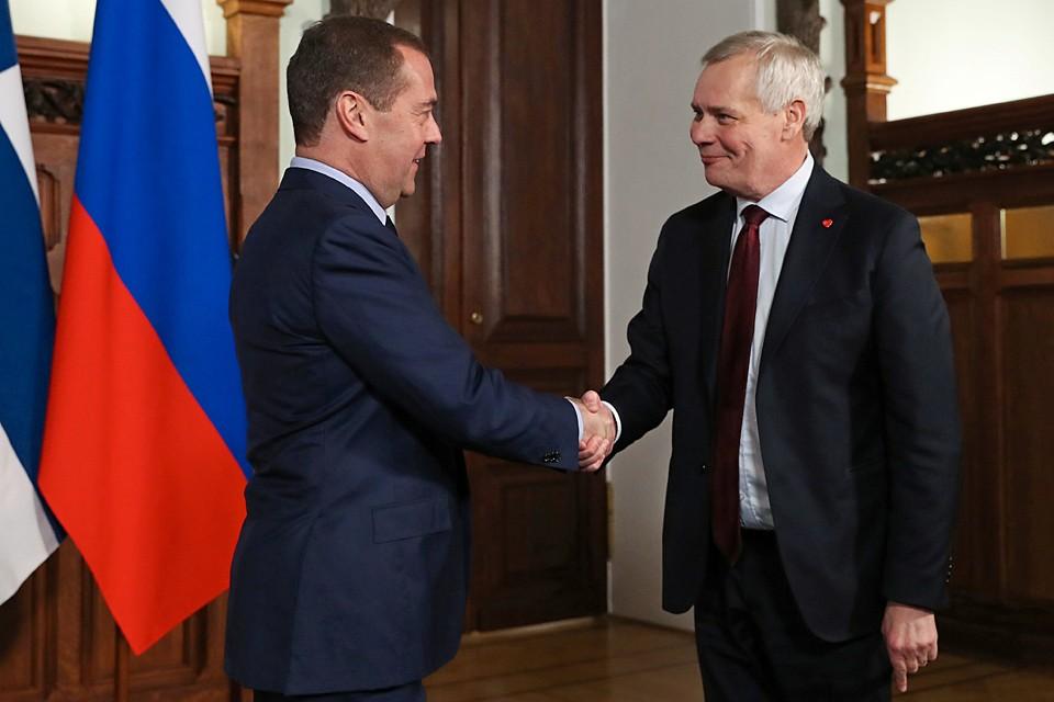 На должность премьера Ринне назначили полгода назад, и до этого они с Медведевым общались только по телефону