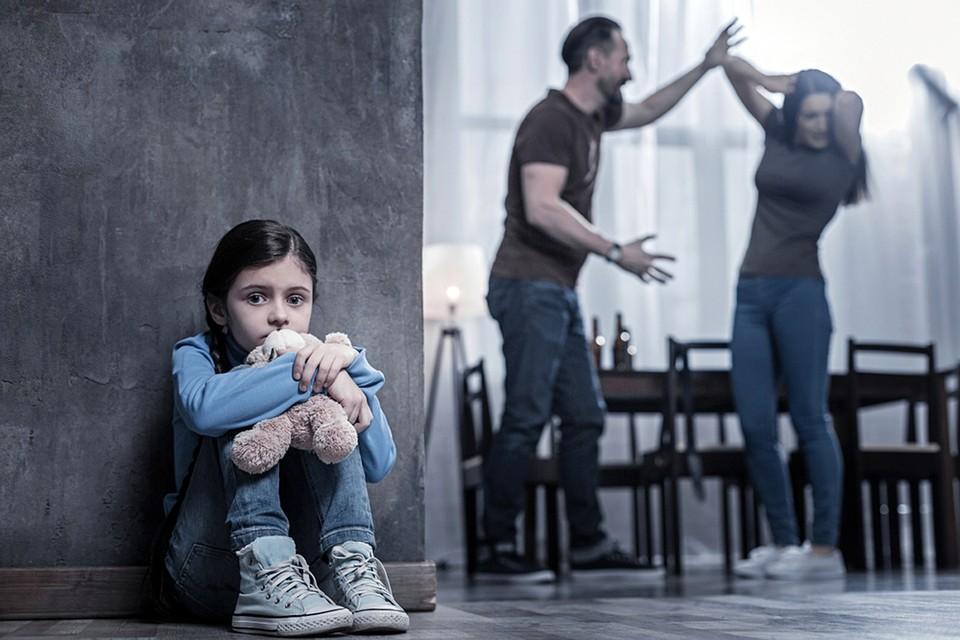 Самые ранимые участники бытового насилия - дети. Там, где отец бьет мать, потом достается и им