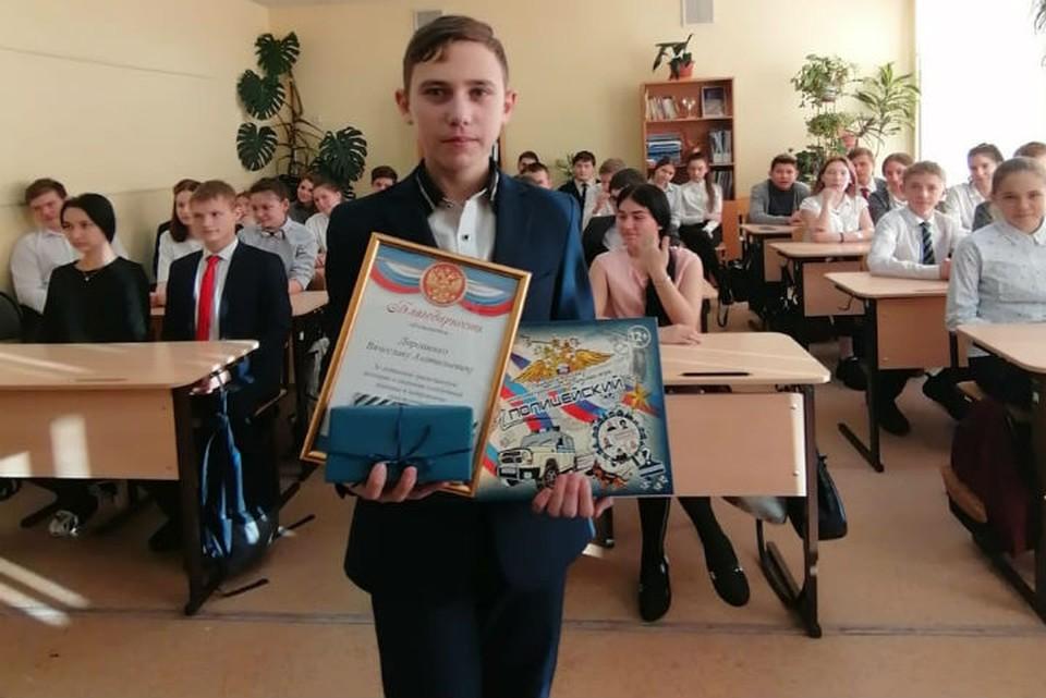 Теперь ждут на службе в полиции: школьника, который спас девочку от педофила, наградили в Иркутске. Фото: Наиля НАГИЕВА.