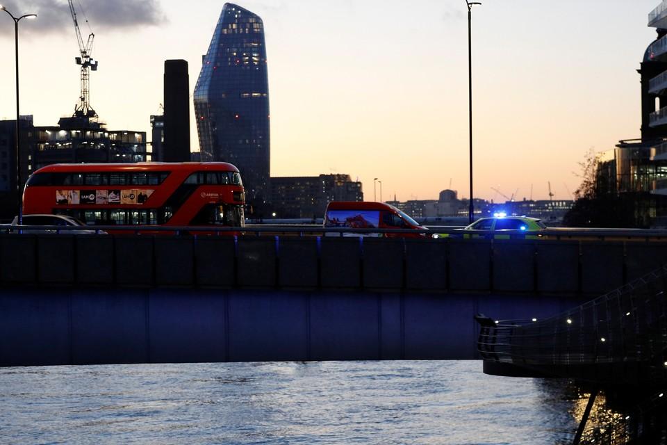 Мужчина напал с ножом на прохожих на Лондонском мосту