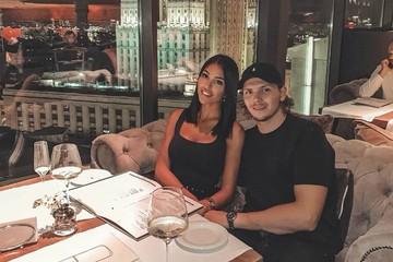 Хоккеист «Авангарда» Никита Щербак лишился работы из-за эффектной жены