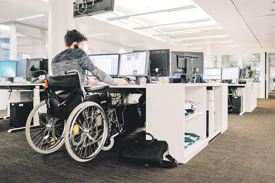 Если человек подорвал здоровье на прежнем месте работы, то может рассчитывать на бесплатное переобучение, чтобы овладеть новой профессией.