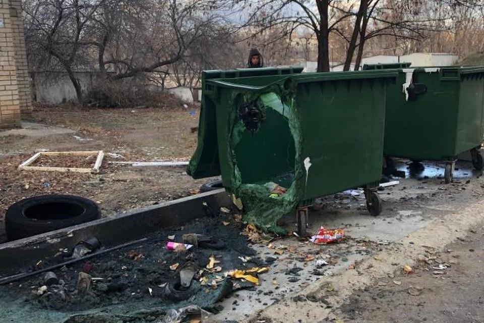 В Липецке вандалы повредили более 50 контейнеров для мусора