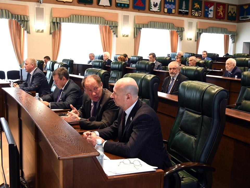 В рамках сессии парламентариям вот что обсудить, над чем поспорить.Фото: пресс-служба ЗСТО