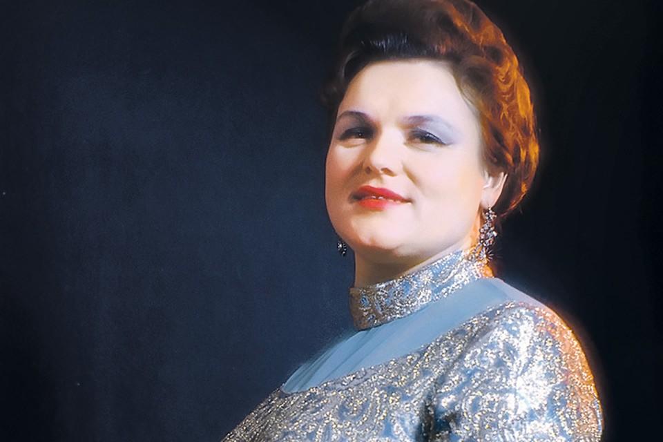 Известность Зыкиной принесли песни советских композиторов, стилизованные под народные.