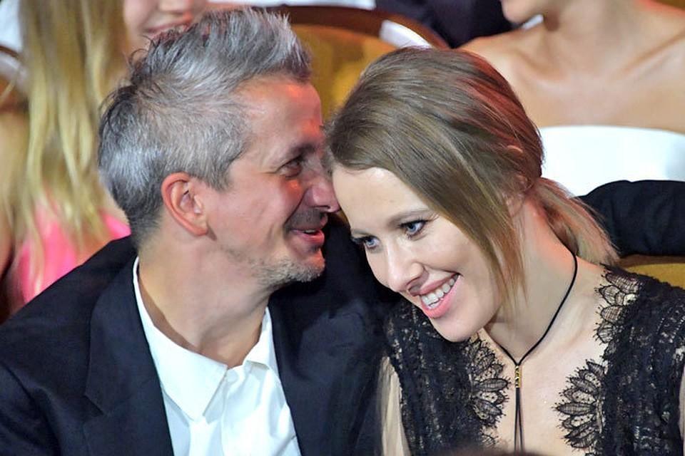 Гостевой брак Собчак и Богомолова не дает покоя общественности.