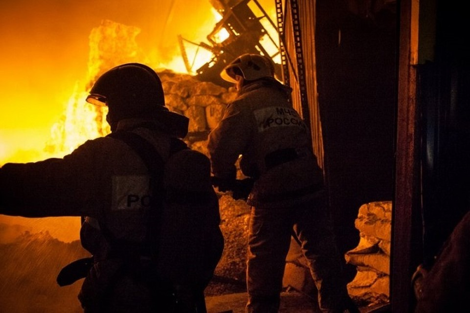 В Тазовском районе погибли люди при пожаре в вагон-городке Фото: 89.mchs.gov.ru
