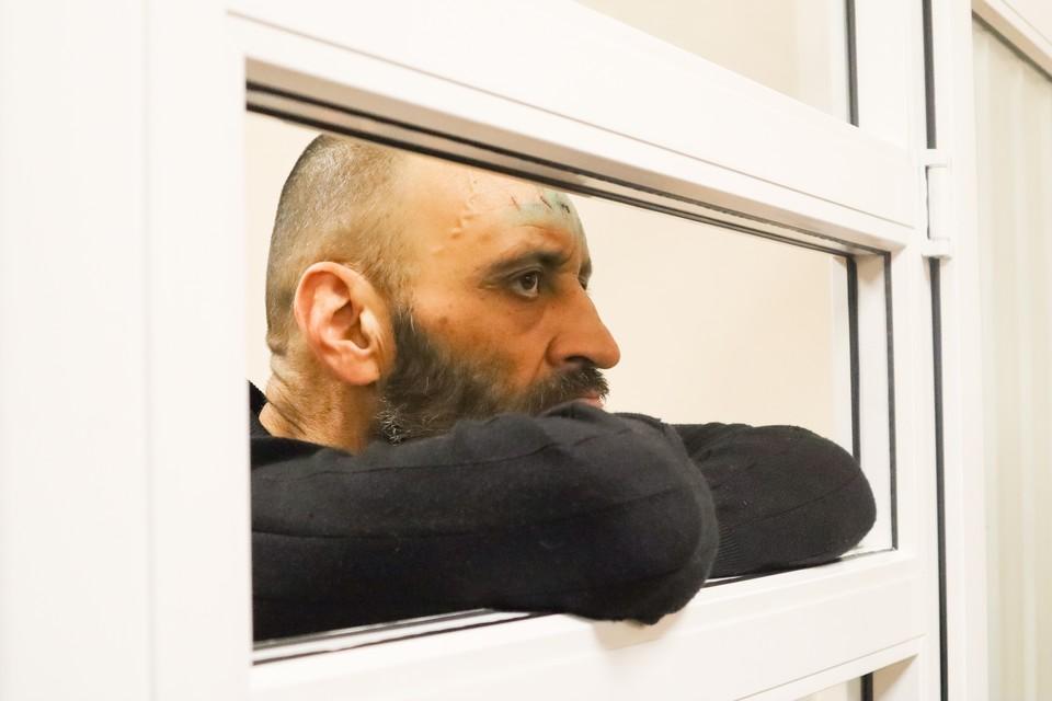 В зале суда Дмитрий держался уверенно.