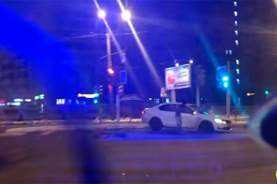 Лихача на Skoda Octavia сотрудники ДПС ловили ночью 4 декабря в Калининском районе города.