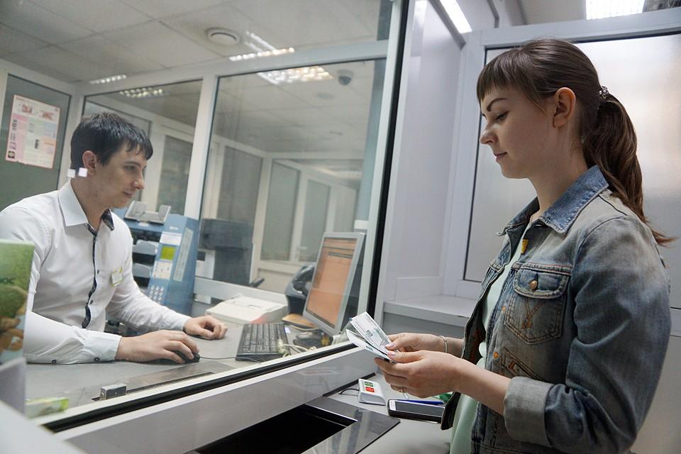 В прошлом году россияне перевели друг другу астрономическую сумму - 28 трлн рублей. Больше половины от этого - переводы внутри Сбербанка