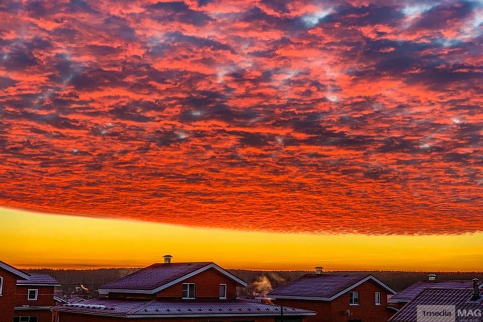 Багряный рассвет пришел в Нижний Новгород. Фото из соцсетей