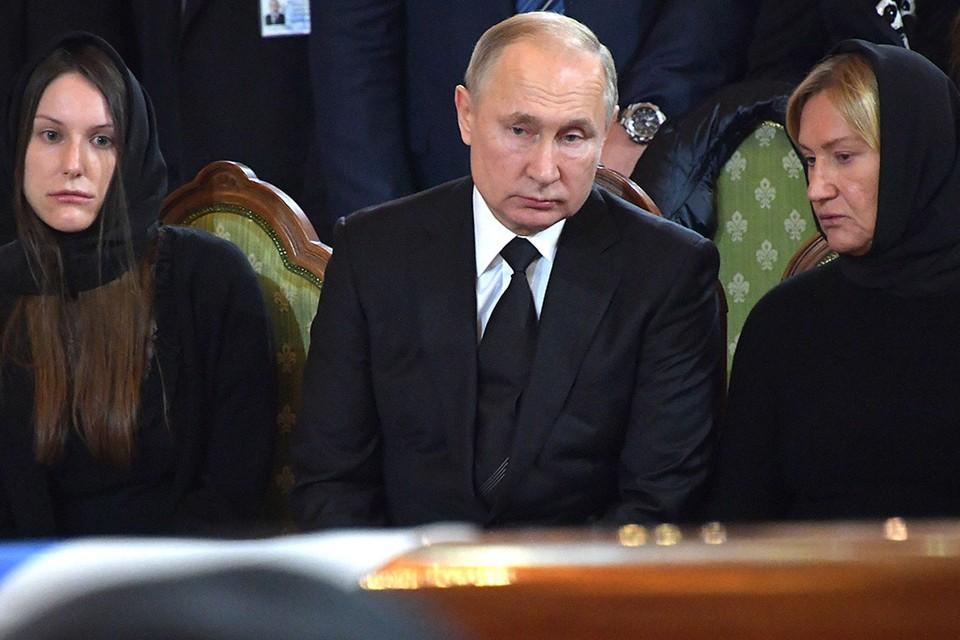 Президент Путин простился с бывшим мэром Москвы Юрием Лужковым.