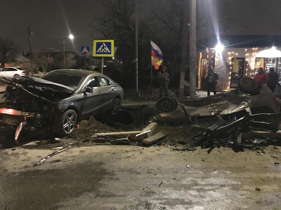 В больницу попал водитель отечественной легковушки. Фото: ГУ МВД России по РО.