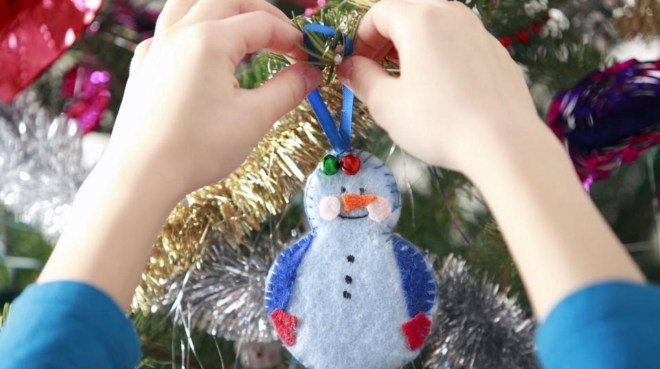 Лучшие игрушки, представленные на конкурс, украсят новогоднее дерево