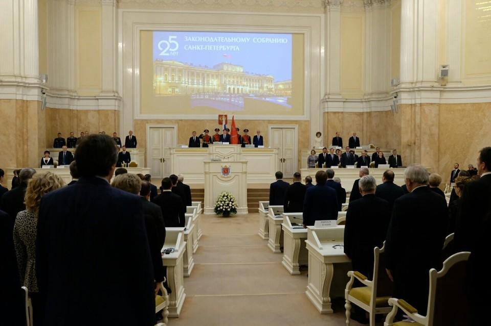 В ЗакСе Петербурга состоялось награждение депутатов парламента