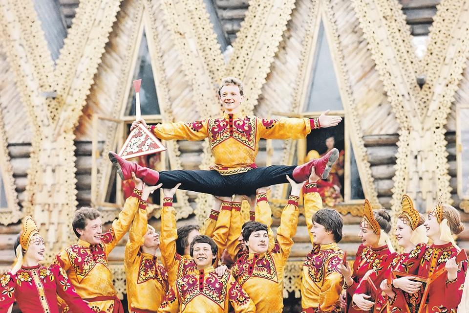 Теперь мы знаем, чем отличаемся от белорусов и украинцев. Фото: Исаак ДЫНИН, Сергей МЕТЕЛИЦА/ТАСС