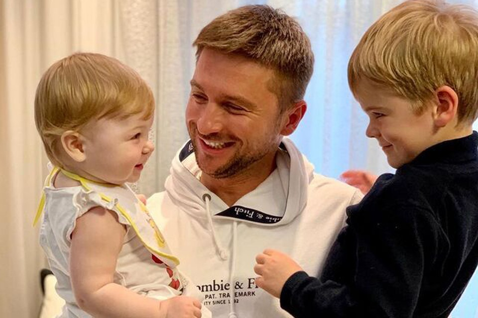 Сергей Лазарев воспитывает сына Никиту и дочку Аню, которых ему родили суррогатные мамы. Фото: Инстаграм.