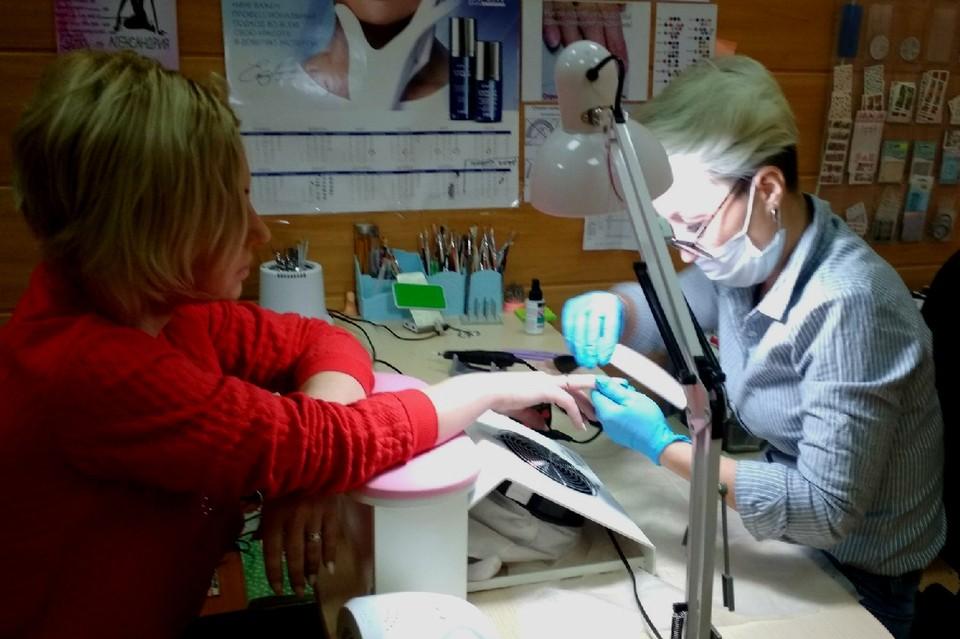 Елена Глуханич долгое время делала маникюр знакомым, не думая, что это можно превратить в бизнес. Фото из личного архива Елена Глуханич