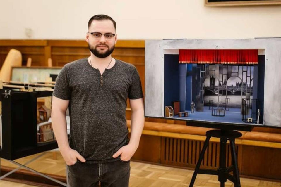 Николай Юдин подробно расскажет о декорациях в спектаклях, проведёт розыгрыши. Фото: Геометрия
