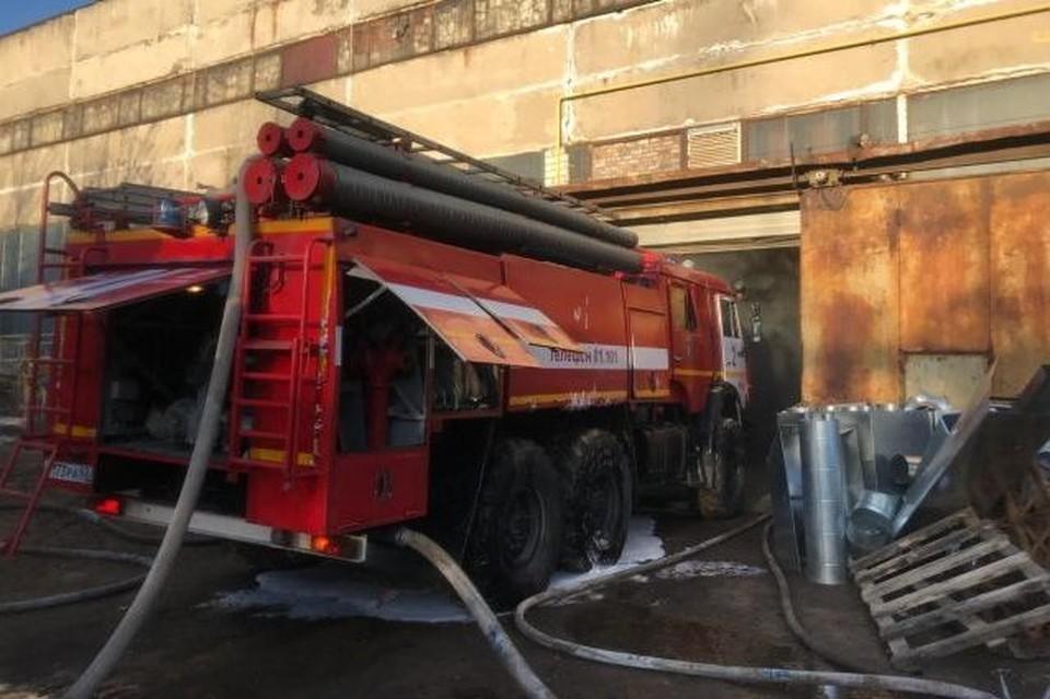 В Рязани горело предприятие по производству растворителя. Фото: ГУ МЧС России по Рязанской области.